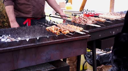 kebab : Street vendor selling food outdoors, cooking grilled meat on charcoal, barbecue Stock Footage