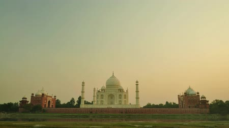 yedi : Taj Mahal Agra India timelapse sunset. 4k footage video. Stok Video