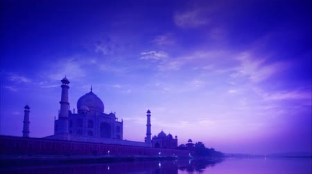 mausoléu : Taj Mahal in Agra, India in sunset, yamuna river view. 4k footage video panning or zoom.