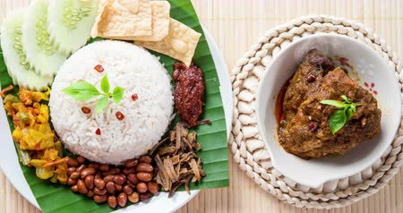 карри : Nasi lemak, traditional Malay curry paste rice dish, 4k footage video.