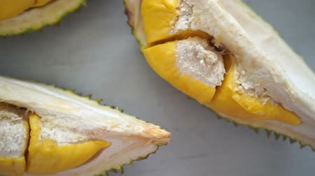 экзотичность : Malaysia famous fruits durian musang king, sweet golden creamy flesh.