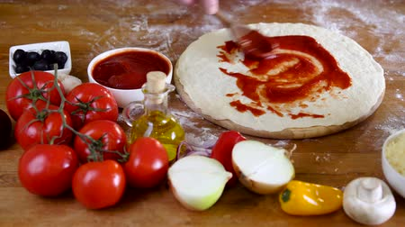 hamur : prepearing dough for tasty pizza