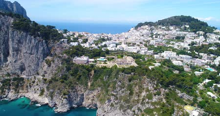 neapol : aerial view of Capri Island in sothern Italy Wideo