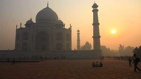 Taj mahal in the morning sun