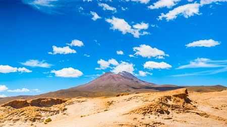spící : Clouds moving over the high mountain in Uyuni Desert, Bolivia Dostupné videozáznamy