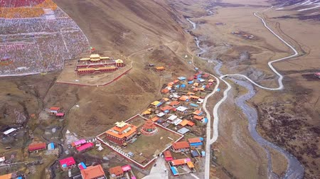 Aerial view of tibetan monastery in Sichuan, China Stok Video