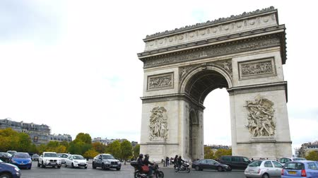 arco : Traffico a Arc de Triomphe a Parigi occidentale, Francia Filmati Stock