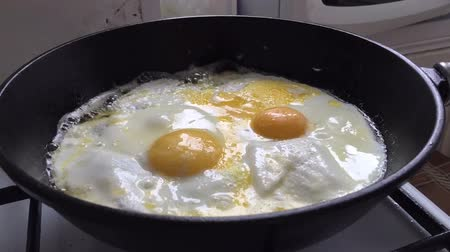 бекон : Time lapse cooking eggs and bacon