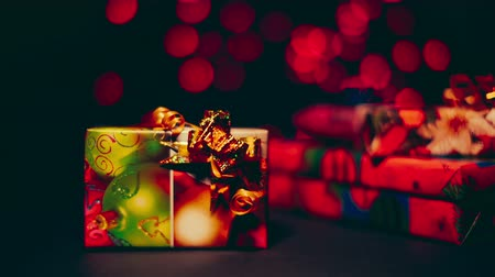 děje : Beautiful colorful christmas gifts on the background bokeh.