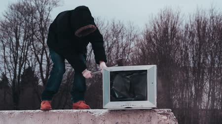 kicked : Vandal with a sledgehammer breaking tv. Stock Footage