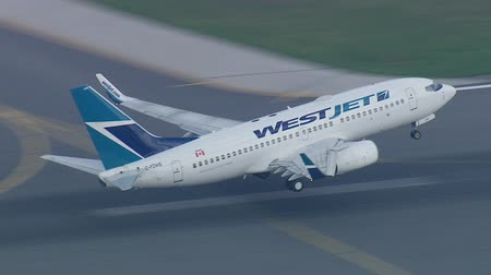 samoloty : A WestJet Boeing 737 taking off closeup track