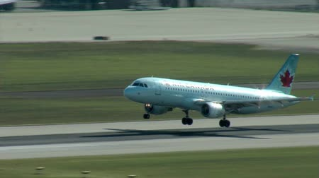 ranvej : An Embraer E190 takes off from Vancouver