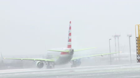 turbine : An American Airlines Embraer taxis to the runway after having anti icing fluid applied