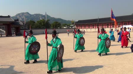 turistická atrakce : Changing of the Royal Guard ceremony at the Gyeongbokgung Palace in Seoul city, South Korea