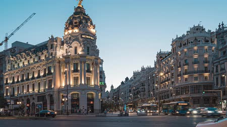 turistická atrakce : Madrid, Spain. June 2019: Timelapse central madrid on the crossing Alcala and Gran Via street in Madrid by twilight