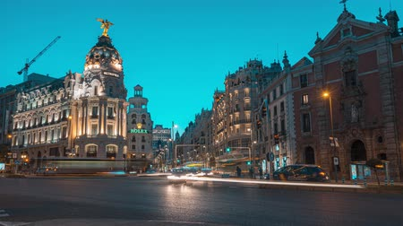junho : Madrid, Spain. June 2019: Timelapse central madrid on the crossing Alcala and Gran Via street in Madrid by twilight