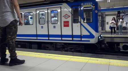 муниципальный : Madrid, Spain. July 2019: subway arriving at a metro station in Madrid