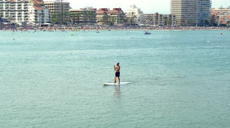 sucção : Single tourist practising Stand up paddle or SUP