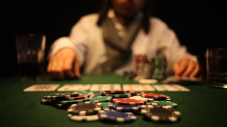 szerencsejáték : Poker players wins and takes the money