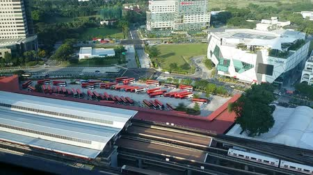 Trains and buses in the Jurong East Bus Interchange, Singapore Dostupné videozáznamy