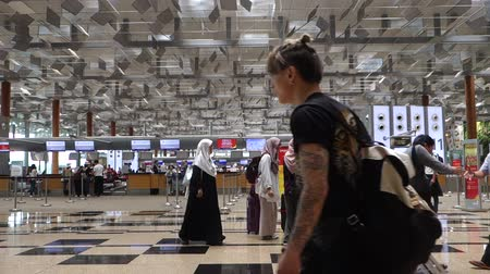 SINGAPORE- 10 DEC, 2017: Visitors walk around Departure Hall in Changi Airport. It is one of the largest transportation hubs in Asia. Dostupné videozáznamy