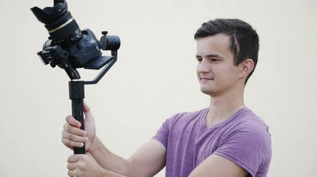 mirror less camera : filmmaker takes video with DSLR Camera on the Gimbal