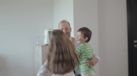 возвращение : Happy Children Meet The Father Who Came From Work. Children Run To Their Father And Hug Him. Стоковые видеозаписи