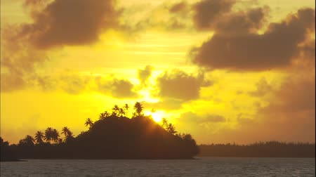 hawaje : Tropical sunset in the sea
