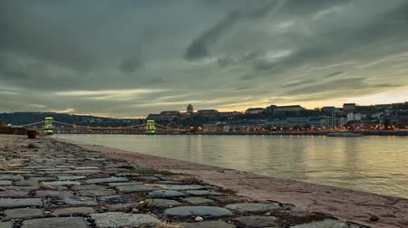 citadela : View of the River Danube in Budapest. Budapest at Sunset. the Sky Floating Clouds Vídeos