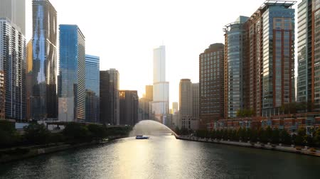 view of the river in Chicago, on both sides stand tall skyscrapers. Dostupné videozáznamy