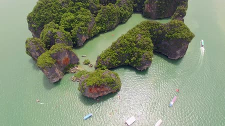 atividades de lazer : fly over islands lagoon boat sea in Thailand, aerial shot