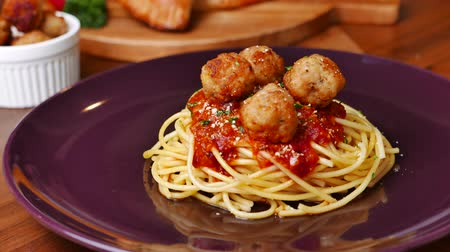 almôndega : Italian Spaghetti Sauce with Meatballs set on dinner table.