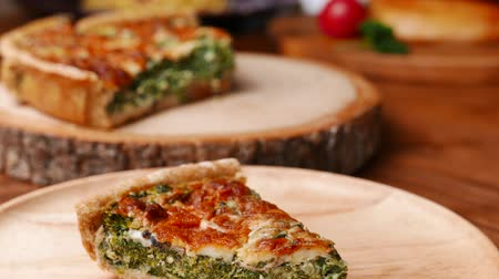 пармезан : Quiche a savoury open tart or flan consisting of pastry crust with spinach mushrooms cheese. Стоковые видеозаписи