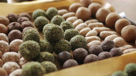fıstık : Healthy snack Organic Dates oatmeal energy balls with green tea, Cocoa, Nuts. Stok Video