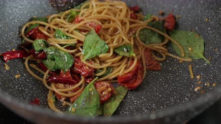 chilli sauce : Spicy Spaghetti With bacon and Basil leaf. Stock Footage