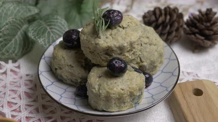 bolinho : homemade matcha green tea scones set on table.