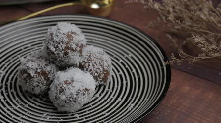 yulaf ezmesi : Healthy organic date energy balls with coconut flakes, dried fruits and nuts. Food for healthy lifestyle.