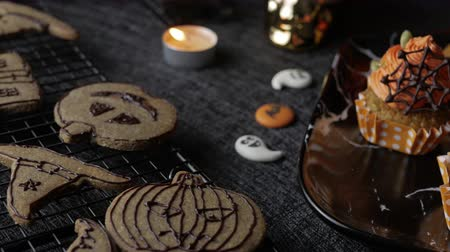 glassa : Fancy Halloween Party Table con zucca Cupcake Muffin e biscotti.