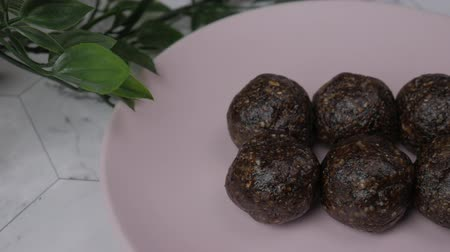 aveia : Healthy organic date energy balls with cocoa, dried fruits and nuts. Food for healthy lifestyle.
