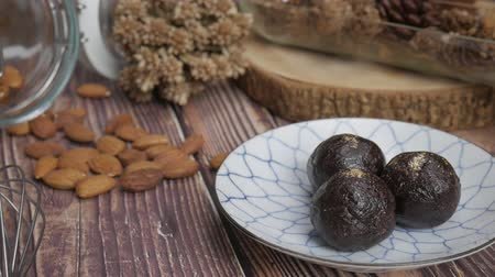 owies : Healthy organic date energy balls with dark chocolate, dried fruits and nuts. Food for healthy lifestyle. Wideo