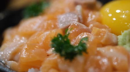 икра : Salmon donburi or slice raw salmon on rice served with Salmon roe. Japanese food.