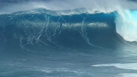gigante : Empty Ocean Wave Breaking In Slow Motion