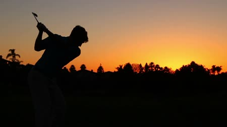 silhueta : Silhouette Golfer At Sunset