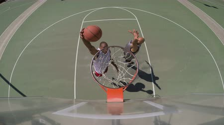 estilo de vida saudável : Overhead Angle of Two People Playing Basketball Outside