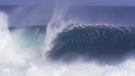 gigante : Slow Motion Giant Ocean Wave Crashing