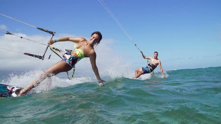 Coppia Kite Surf Ocean, estremo Estate Sport Filmati Stock