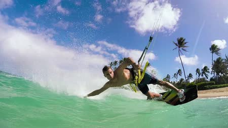 экстремальный : Young Man Kite Surfing In Ocean, Extreme Summer Sport
