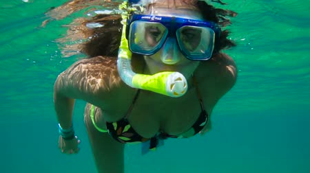 šnorchl : Young woman snorkeling in a tropical sea