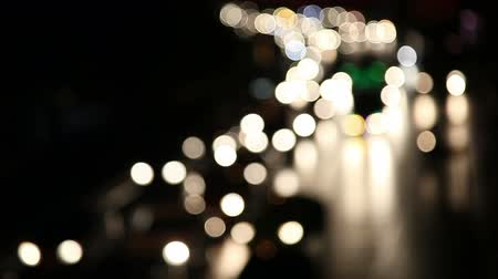 фокус : Defocused night traffic lights-Bangkok Стоковые видеозаписи