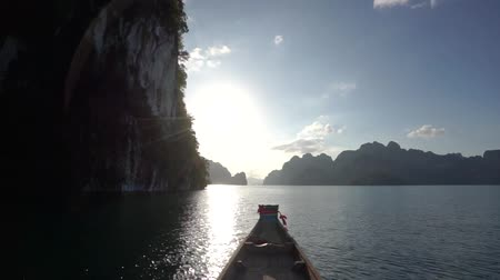 gát : Point of view of Cheow Lan lake from long tail boat among beautiful high mountains and clear water, Khao Sok national park, Thailand,
